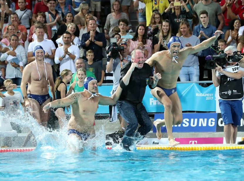 Six thousand people on the stands, legendary water polo players in the pool...