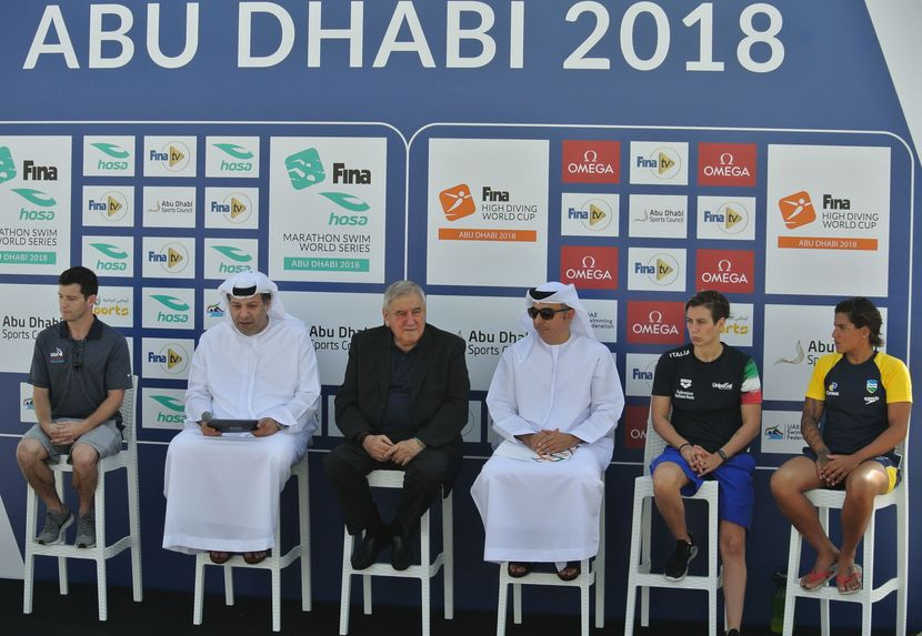 Marathon swimmers and high divers share the stage in Abu Dhabi (UAE)